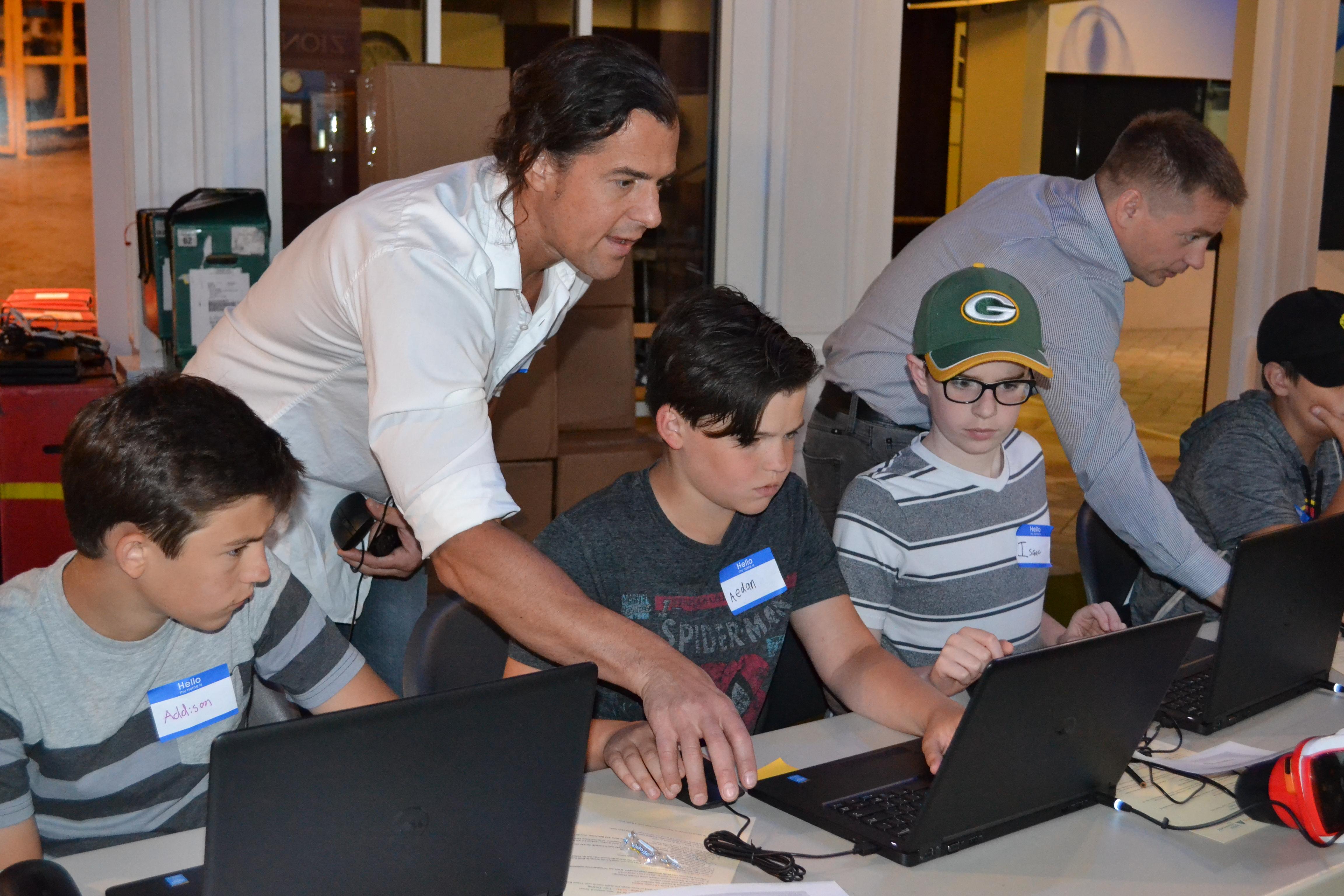 Ryan Buchanan showing students VR on computer